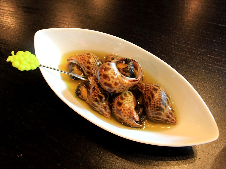昆布で炊いたバイ貝