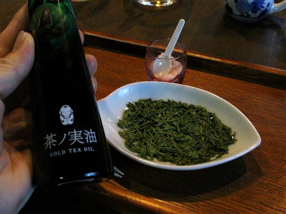 茶葉は茶ノ実油と岩塩でいただきます
